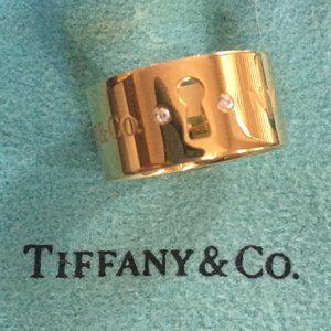 Tiffany 18K Gold & Diamond Wide Lock Key Hole Ring